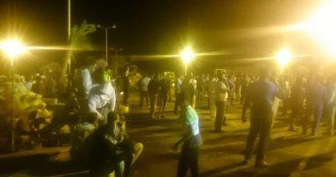 بالصور.. مظاهرة لأهالى رأس غارب للمطالبة بإقالة المحافظ ورئيس المدينة