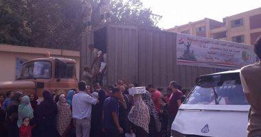 أول صورة لسيارات الجيش توزع عبوات غذائية بنصف الثمن فى دار السلام
