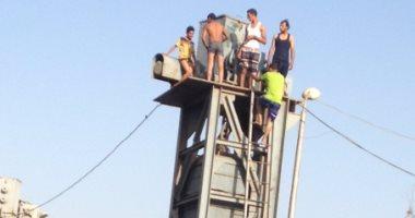 بالفيديو والصور.. شباب العمار فى القليوبية حولوا النيل لبلاج مفتوح