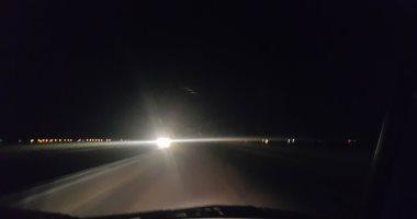 """إعادة فتح طريق """"قنا - سفاجا"""" بعد تحسن الرؤية وسط انتشار الخدمات المرورية"""