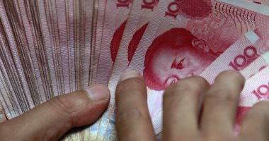 اليوان يصعد والين يهوى بعد إسقاط أمريكا وسم الصين كمتلاعب بالعملة