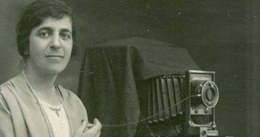 """بالصور.. كريمة عبود """"أول مصورة فلسطينية"""" وصاحبة أول استوديو لتصوير النساء"""