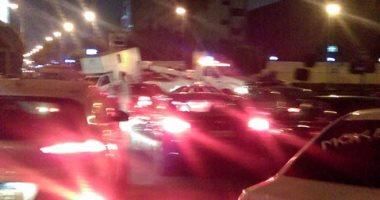 بالصور.. شلل مرورى فى شارع الخليفة المأمون بسبب تصادم 3 سيارات وإصابة شخص