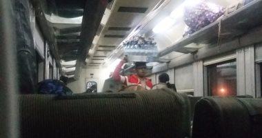 شكوى من انتشار الباعة الجائلين والمتسولين بقطارات الصعيد  -