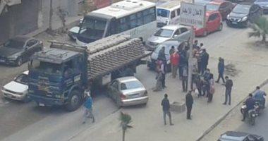 بالفيديو.. توقف حركة المرور بشارع اللبينى بسبب حادث تصادم
