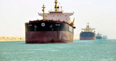 مميش: 41 سفينة تعبر قناة السويس بحمولة 2.4 مليون طن -