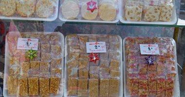 """حلوى المولد ترفع شعار """"اللى ما يشترى يتفرج"""".. والحصان الحلاوة """"بلاستيك"""""""