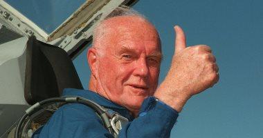 جون جلين أول رائد فضاء أمريكى يدور حول الأرض