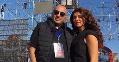 مجدى الهوارى يقضى إجازته الصيفية مع زوجته غادة عادل خارج مصر