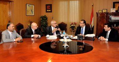 رئيس جامعة المنصورة يجتمع بقيادات طب الأسنان لمراجعة ملف الجودة