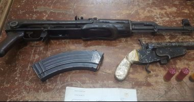 القبض على عاطل بحوزته أسلحة نارية بدون ترخيص داخل سيارة بمنطقة الهرم