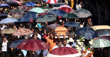 بالصور...الآف من المكسيكيين يشيعون جثامين ضحايا انفجار سوق الألعاب النارية