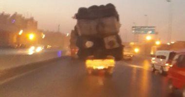 سيارات النقل الثقيل تغلق نزلة المريوطية وتكدسات مرورية تضرب الدائرى