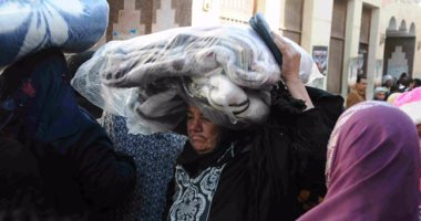 بالصور.. نائب محافظ الجيزة: توزيع 1000 بطانية وأدوية فيروس سى مجانا فى العمرانية