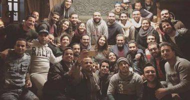 """أحمد عبد العزيز ينتهى من تصوير """"الأب الروحى"""" وبيتر ميمى يشيد بالتزامه"""