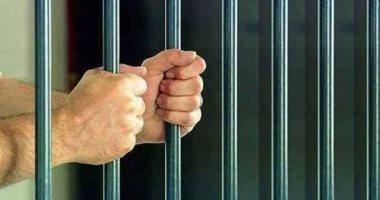 حبس عاطل سرق موظفا بالمعاش 4 أيام على ذمة التحقيق