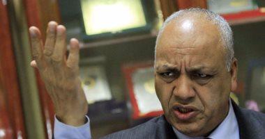 مصطفى بكرى يشن هجوما على وزارة الصحة: الصعايدة واقعين من قعر القفة