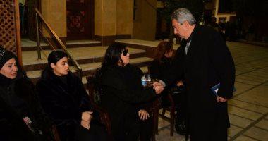 بالصور.. سهير رمزى وماجدة زكى وبوسى شلبى فى عزاء زوج ابنة فيفى عبده