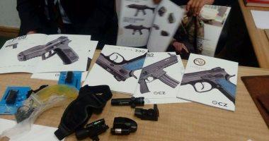 فحص أسلحة نارية وذخيرة ضبطت بحوزة 13 متهما فى الجيزة
