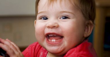 طبيبة أسنان: النوم بالببرونة يسبب تسوس أسنان الأطفال