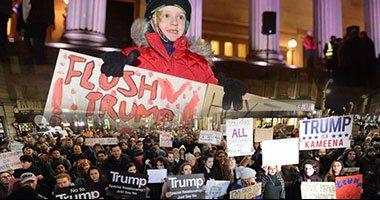 """بالفيديو والصور.. المملكة المتحدة تنتفض ضد قرار ترامب بحظر سفر مواطنى 7 دول إسلامية.. الآلاف يتظاهرون ضد الرئيس الأمريكى فى شوارع لندن وجلاسكو وأدنبرة.. وهتافات """"عار على ماى"""" """"ترامب يجب أن يرحل"""""""