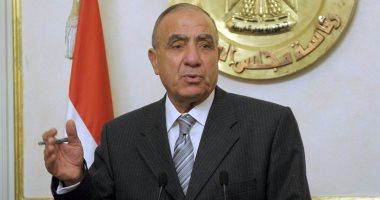 """وزير التنمية المحلية يهنئ """"اليوم السابع"""": """"اللى يقرأه يفهم كل حاجة"""""""
