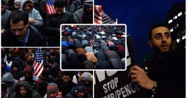 المسلمون فى أمريكا يتحدون قرار حظر السفر بالصلاة خلال احتجاجات نيويورك