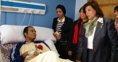 وفد من المجلس القومى للمرأة يزور مصابى الشرطة بمستشفى العجوزة