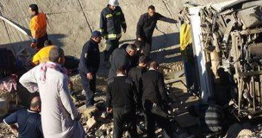 مصرع 5 أشخاص وإصابة 10 فى حادث تصادم سيارة نقل بميكروباص فى أسيوط