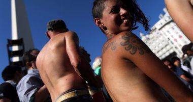 ناشطات تدعين على مواقع التواصل للسباحة عاريات فى مسابح جرونبل الفرنسية