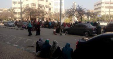 """بالفيديو والصور..نقل جميع حالات المرضى لـ3 مستشفيات بسبب إضراب ممرضات """"جامعة الزقازيق"""""""