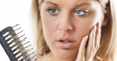 إذا كنت تعانى من تساقط الشعر.. اعرف أنواع العلاج المختلفة