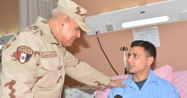 ننشر صور زيارة وزير الدفاع لمصابى سيناء بمستشفيى الحلمية والمعادى العسكرى