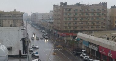 مصريون بالسعودية يشاركون بصور وفيديوهات لسقوط الأمطار فى المملكة