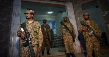 قائد الجيش الباكستانى يدعو لإعادة النظر فى المدارس الدينية