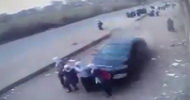 سيارة مسرعة تصدم 3 طالبات بالبحيرة