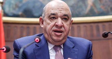 وزير السياحة يبلغ طاقم مكتبه بخروجه من الحكومة ويسلم الهاتف والسيارات