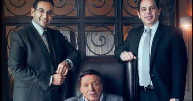 عادل إمام يقدم مسلسله عام 2018 مع شركة إنتاج يملكها ابنه