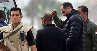"""بالفيديو والصور.. جمال مبارك يشرف على نقل والده لمحاكمته أمام """"النقض"""""""