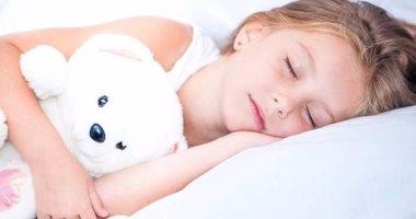 دراسة يابانية: نوم الأطفال مع لعبهم المفضلة يساهم فى تحسين مهارات القراءة