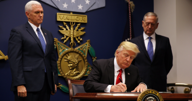 العبادى يوجه الشكر لترامب لرفعه العراق من قائمة حظر السفر