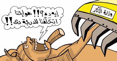 رمسيس الثانى يستغيث من المعدات الثقيلة فى كاريكاتير اليوم السابع