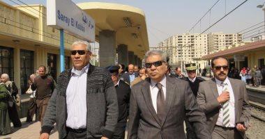 """الداخلية تكرم رجال شرطة ضبطوا """"مسجل"""" يخدر الركاب ويسرقهم بالقطارات"""