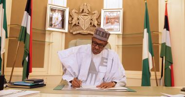 بالصور.. رئيس نيجيريا يستأنف أعماله عقب عودته من رحلة العلاج فى بريطانيا
