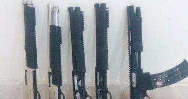التحفظ على أسلحة مضبوطة بحوزة 3 عاطلين لإطلاقهم النيران على الأمن بـ6 أكتوبر
