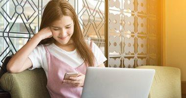 بريطانيا تمنع استخدام تلاميذ المدارس للهواتف والأجهزة المتصلة بالإنترنت