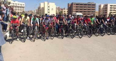 """البيئة تدرس برنامج لتأجير """"الدراجات"""" لطلاب وأعضاء هيئة تدريس جامعة الفيوم"""