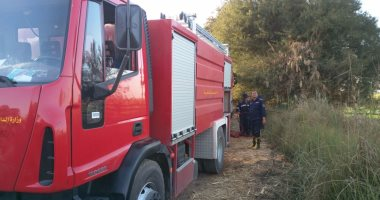 السيطرة على حريق داخل قطعة أرض فى الصف دون إصابات