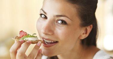 أخصائى معدة: تغيير النظام الغذائى يساعدك على التخلص من الإمساك