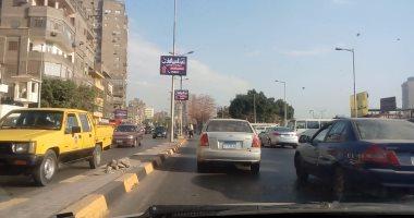 النشرة المرورية.. كثافات متحركة للسيارات أعلى محاور القاهرة والجيزة